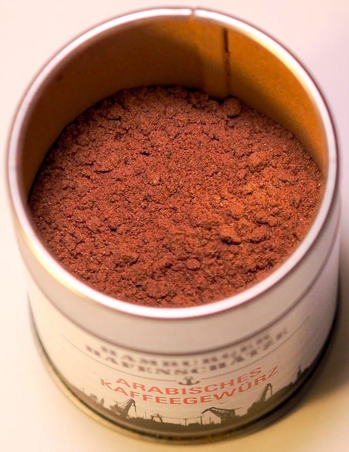 Gewürzmischung für Kaffee mit Kardamom, Zimt, Piment, schwarzer Pfeffer, Gewürznelke & Bourbonvanille